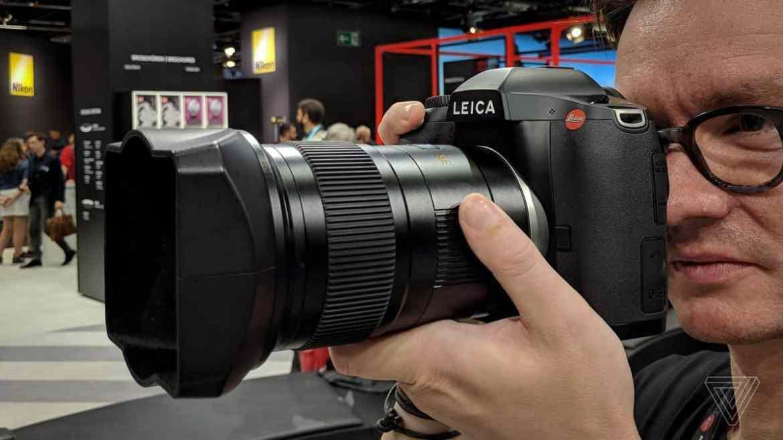 4. Leica S3