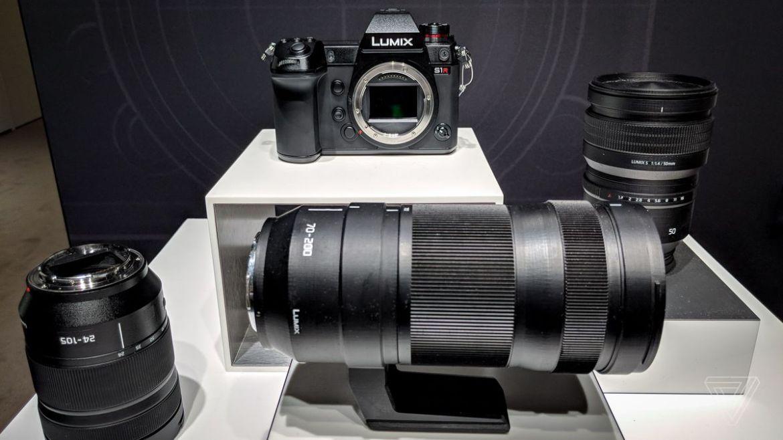 1. Panasonic Lumix S1R