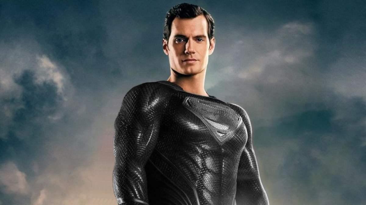 Snyder Reveals Superman in Black Suit