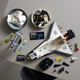 LEGO 10283 NASA Space Shuttle Discovery - Building parts