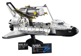 LEGO 10283 NASA Space Shuttle Discovery - Hero shot 2