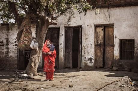 Woman and her baby, Varanasi