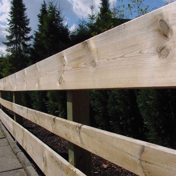 Bohlenzaun-waagerecht-aus-Holz