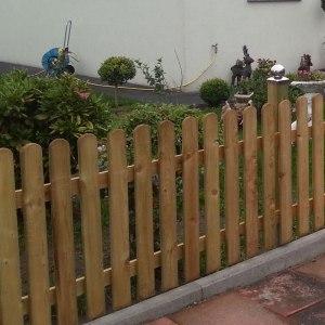 Zaun-Landhaus-gerade
