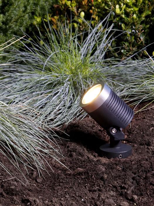 LED Strahler Arcus im Beet