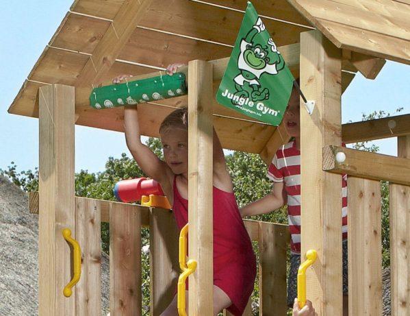 Spielturm-Cabin-mit Holzdach