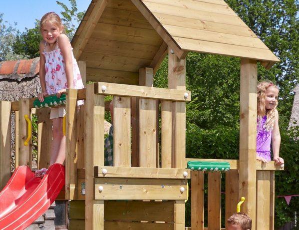 Spielturm Cubby mit Balkon und Holzdach