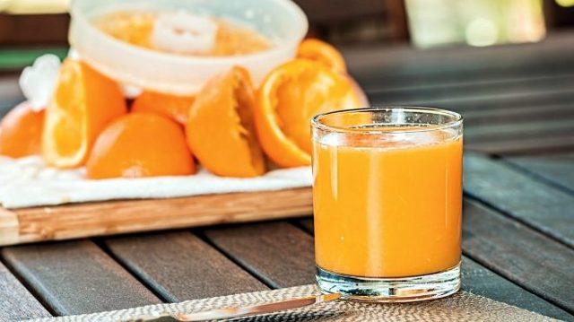 Vitamine B1 (of thiamine), die, het splitsen van vetten en koolhydraten, helpt lichaamsgewicht te verminderen. Hij zal een uitstekende hulp worden voor degenen die besloten om af te vallen, maar hij is een soort stok met twee uiteinden: aan de ene kant vermindert het gewicht, en aan de andere kant, het de eetlust verhoogt en wil het nog meer eten. Dus zal een eerlijke kracht van wil laten zien. Deze vitamine heeft het versterken van de impact op het zenuwstelsel en schepen, verbetert het werk van het hart en de spijsverteringsorganen.