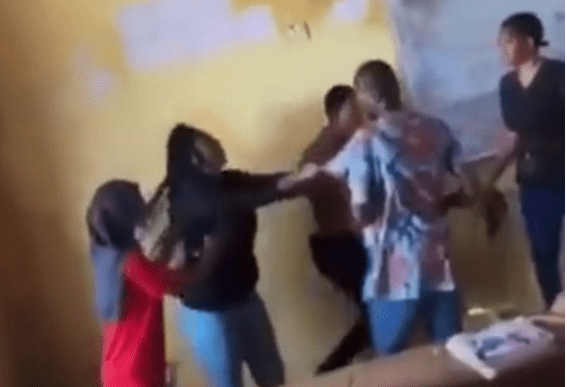 Student Fights Her Lecturer And Tears His Shirt For Not Allowing Her Write An Exam (Video) 1