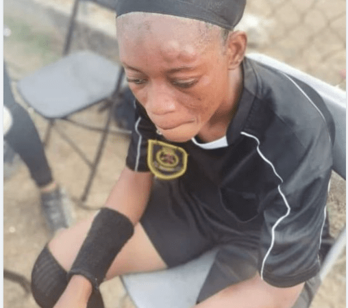 How A Female Footballer Beats Up Referee (Photo) 2