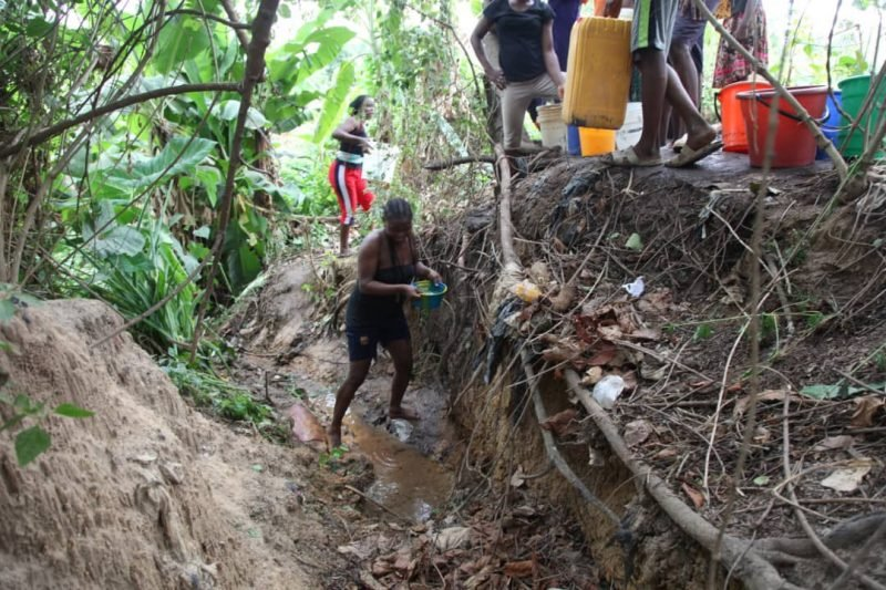 Abuja Residents Forced To Fetch Water From Streams Due To Water Scarcity (Photos) 6