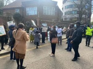 President Buhari's Supporters Storm Abuja House In London 2