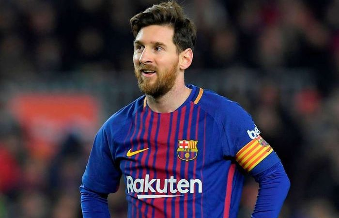 Messi Returns To Barcelona To Extend His Stay 3