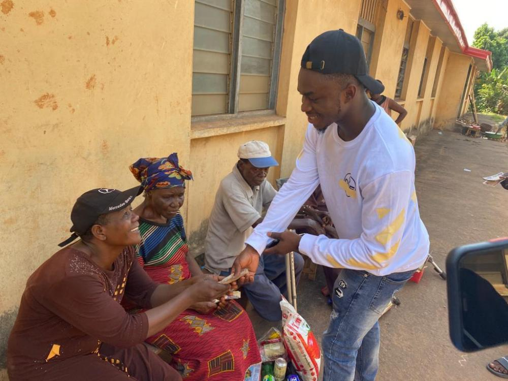 Paschal Offor Visits the Aged Home in Enugu Donates Food Stuffs and Cash