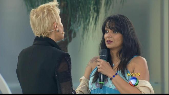Xuxa pede desculpas à Érica, a mulher que ficou conhecida como Cláudia após vídeo da Xuxa virar meme.