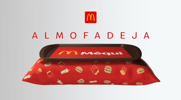 Foto mostra almofada com bandeja anexa. A Almofadeja, como vem sendo chamado o item do McDonald's.