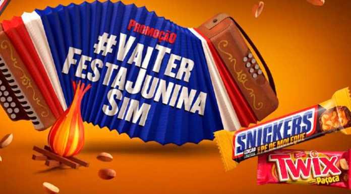 A foto apresenta uma sanfona com a hashtag vai ter festa junina sim, ao lado dos chocolates da Mars Wrigley, Snickers Pé de Moleque e Twix Paçoca.