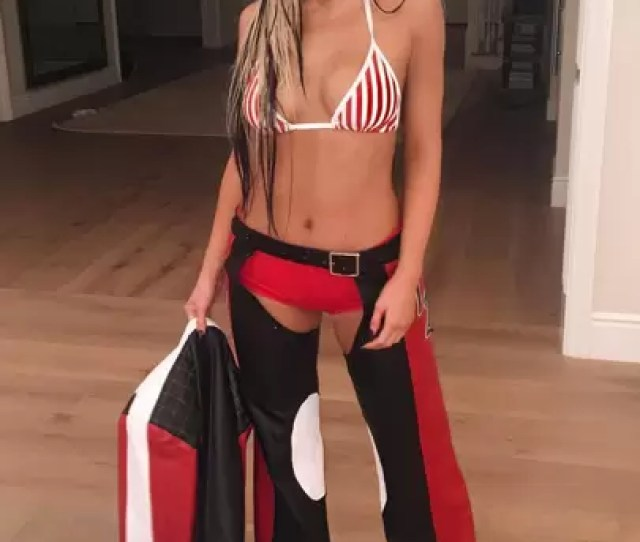 Kylie Jenner Won Halloween 2016 By Dressing Up As Christina Aguilera During Her 2002 Dirrty Days And It Doesnt Get Much More Naked Than That