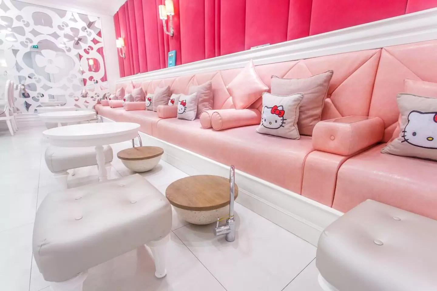 hello kitty spa pedicure chair alite butterfly the dubai mall review and pictures