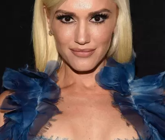 Ditching Her Signature Red Lip For A Night Gwen Pushes Back Her Hair And Rocks A Nude Lipstick And Smoky Eye For The Night
