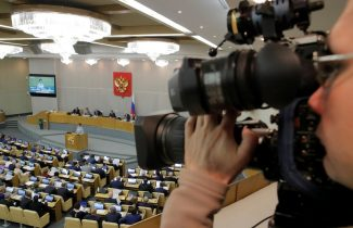 Russian lawmakers vote to bar entry to reporters of U.S. media
