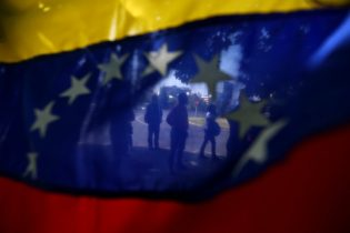 Venezuela to hold presidential vote by end of April