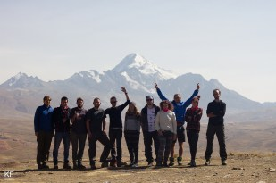 Najlepsi studenci na świecie - załoga GEOpraktyk. W tle: Huayna Potosi (6088 m). Fot. T. Kurczaba