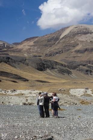 Prace terenowe przy lodowcu Charquini Sur. Fot. T. Kurczaba