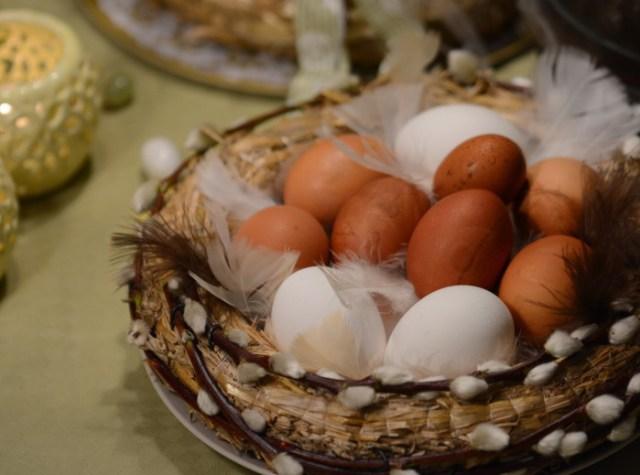 Åggkorg för påskbordet av halmkrans (2)