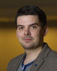 Magnus Mæland har vært kommunestyrerepresentant 2007-2015 for Høyre i Tromsø kommune og var fylkesråd for utdanning i noen måneder . Nå kontorsjef i Sør-Varanger kommune