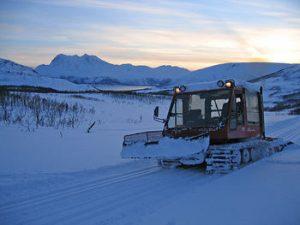 Bydrift tråkker skiløyper. (Foto: Tromsø kommune)