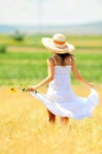 Kvinna åker natur