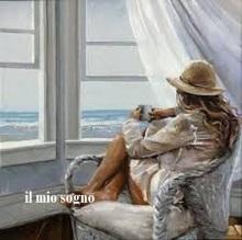 Kvinna fönster havet liten