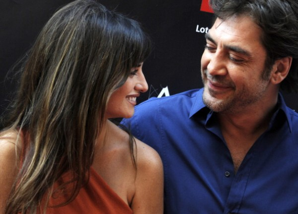 Spanish actress Penelope Cruz talks with