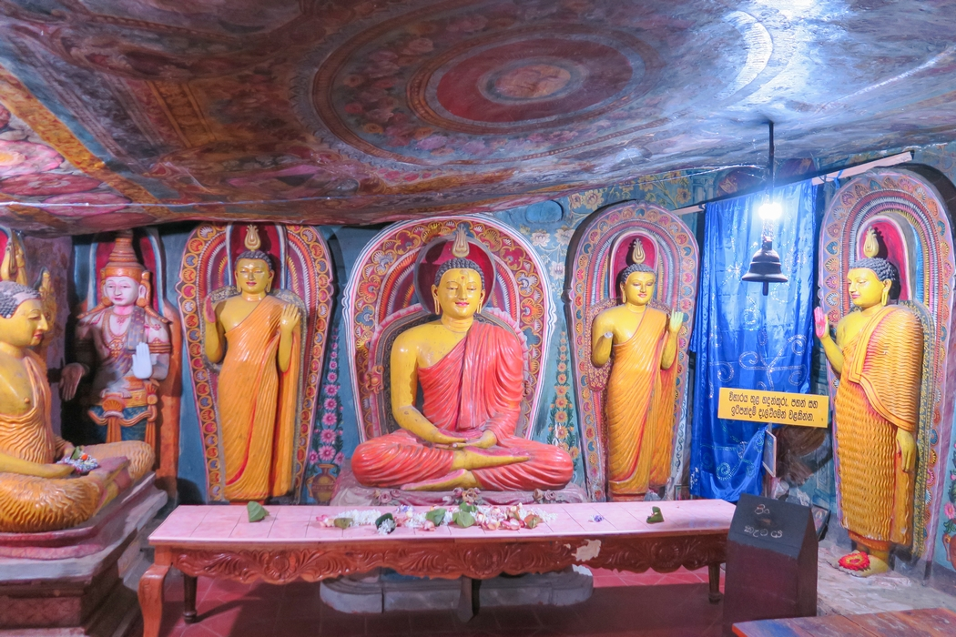 sri-lanka-circuit-dambulla-golden-temple02