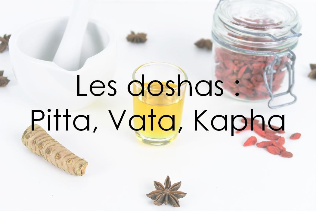 Issue de la tradition indienne et utilisée depuis plus de 5000 ans, l'Ayurveda est en fait l'une des plus vieilles médecines du monde. Tout comme la naturopathie, il s'agit d'une médecine holistique, qui considère l'être humain dans son ensemble et cherche à soigner la cause des maux plutôt que de se concentrer uniquement sur les effets indésirables de la maladie. Elle se base sur des doshas et la Prakriti, eux-mêmes issus des cinq mahabhuta, les cinq éléments.