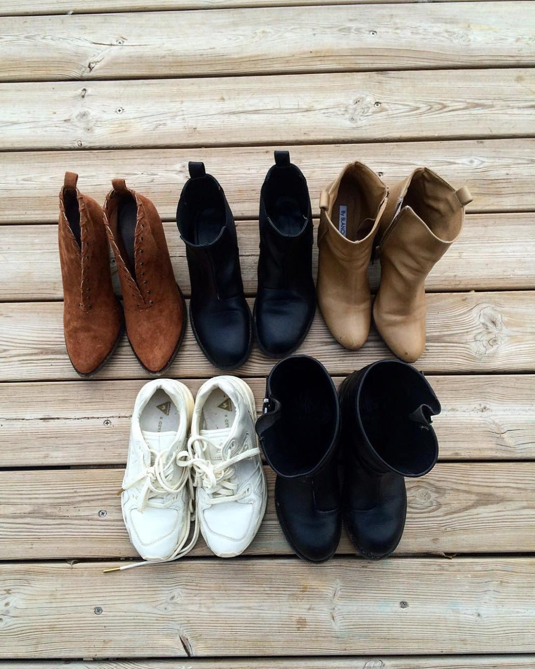 Le minimalisme est un mode de vie qui vise à cerner ses besoins pour aller à l'essentiel Combien de paires de chaussures constituent un shoesing minimaliste idéal ? Quels modèles ? Comment se passe la mise en pratique ? Pourquoi un shoesing minimaliste ? Retrouvez mes pistes de réflexion, conseils et ma sélection de chaussures pour épurer son dressing du côté des chaussures !