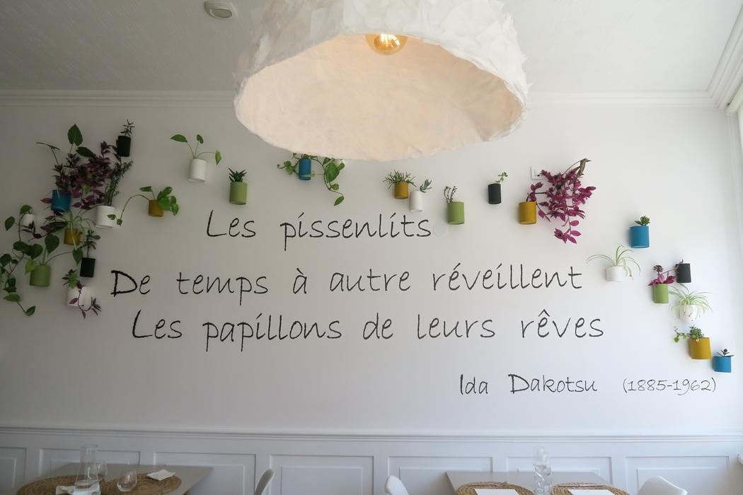 ONA, trois petites lettres pour une exquise découverte. Né d'une campagne de crowdfunding, ONA c'estun lieu de vie où le respect de l'humain, de la nature et des animaux sont au centre des préoccupations. Cerestaurant gastronomique du bassin d'Arcachon nous offre une cuisine végétale de grand standing dans un cadre tout aussi raffiné qui m'a laissée bouche bée. C'est le meilleur restaurant de cuisine végétale dans lequel je suis allée à ce jour, France et étranger compris.