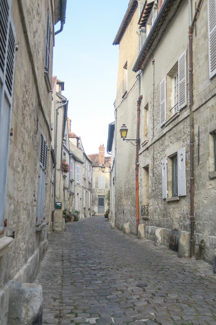 Balade dans la belle ville de Senlis, Picardie (Hauts de France).
