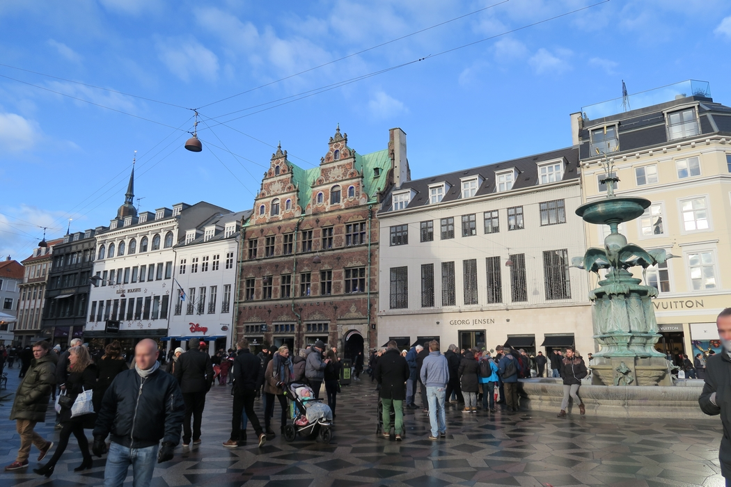 Copenhague, la belle scandinave, a plus d'une merveille à révéler. Que voir, que faire dans la capitale danoise ? Par ici les coups de coeur, les recommandations et les conseils pour vous inspirer.