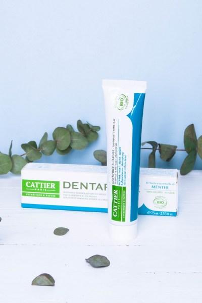 Oui aux dentifrices naturels et bio ! Les conventionnels sont bourrés d'ingrédients nocifs (triclosan, dioxyde de titane, fluor...).