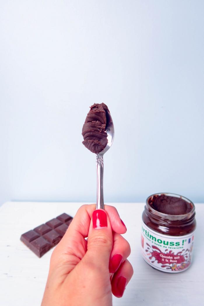 Tartimouss est une pâte à tartiner révolutionnaire ! Elle n'utilise ni huile, ni noisette ni autre noix... C'est aussi la pâte à tartiner la moins grasse et la moins sucrée du marché. Saurez-vous deviner son ingrédient mystère ?