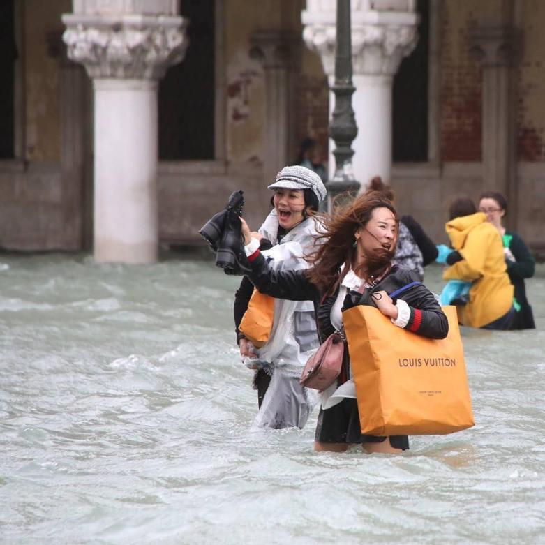 Collapsologie : notre génération va-t-elle vivre la fin du monde ? Collapsologie-effondrement-innondation-vuitton.jpg?zoom=1