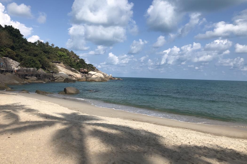 Koh Phangan : un nom qui évoque le dépaysement, la plage, la Full Moon Party... Et surtout le paradis des vegans et des personnes en quête de sens. Venez, je vous partage mes coups de coeur : restaurants vegans, plages, hébergements et bons conseils.