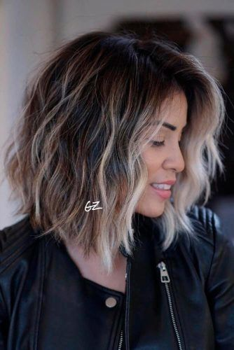 Layered Shoulder-Length Lob With Highlights #highlightshair #lobhairstyles