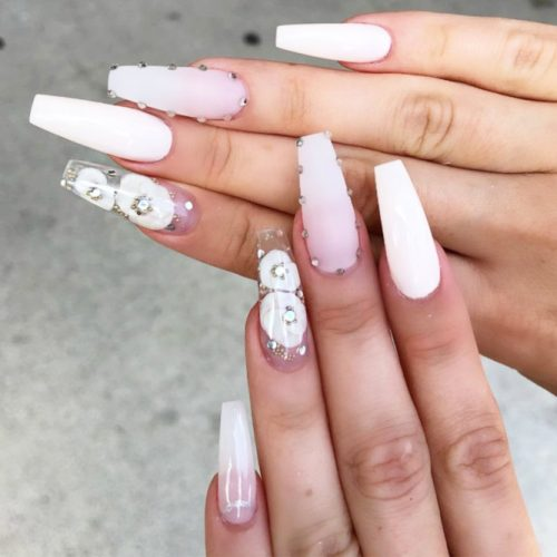 Long White Coffin Nails With Flowers #flowersnails #mattenails