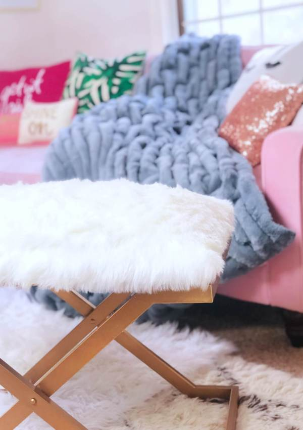 How to Pull Off COZY at Home (Essential Warm Accessories)