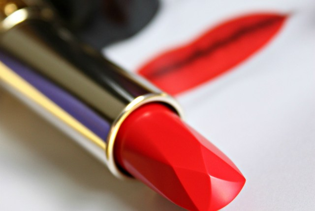 A universally flattering red lipstick that looks good on everyone! Check out my swatches and review of Tatcha's Exclusive, and very Limited Edition Kyoto Red Silk Lipstick >> http://bit.ly/1PPcjsJ | via @glamorable
