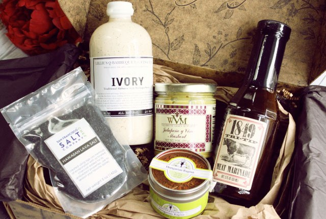 Taste Trunk May 2015 Unboxing & Review: Do you consider yourself a foodie? Check out Taste Trunk, a subscription service that will delight your inner culinary epicurean. >> http://bit.ly/1HuWXCG | via @glamorable