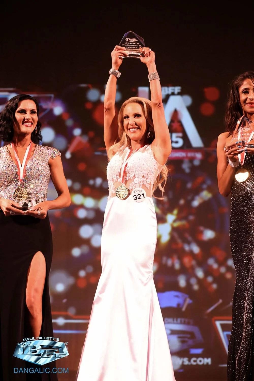 eve dawes winning wbff competition bikini division